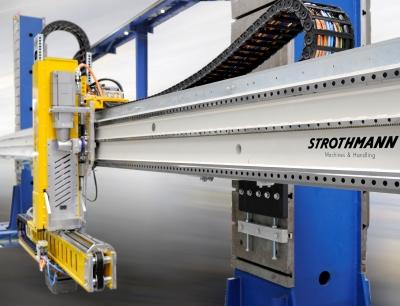 Alle Maschinen, die in den Anlagen zur Pressen-Automation von Strothmann zum Einsatz kommen, werden mit Energieführungsketten von Tsubaki Kabelschlepp ausgestattet