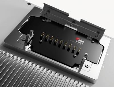 Dank der Quick-Lock-Schnellwechselkupplung von Rose können defekte Panel PCs im Handumdrehen ausgetauscht werden