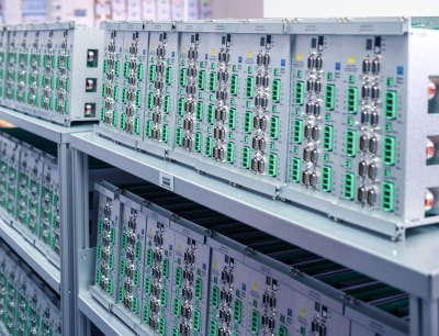 Die CNC-Steuerungen von Sieb & Meyer leisten einen wichtigen Beitrag zum 5G-Ausbau und werden nach wie vor stark nachgefragt
