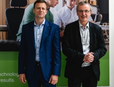 Jens Roseneck und Dr. Joachim Dams von Schneider Electric