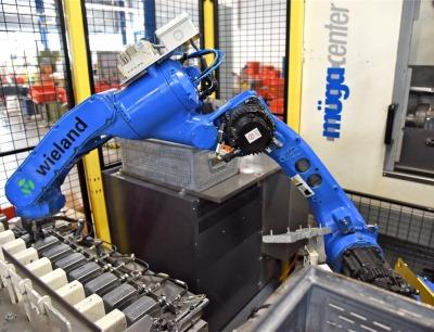 Wieland Electric setzt bei der automatisierten Zuführung auf einen Handlingroboter Motoman MH12
