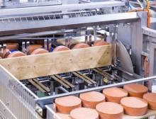 Die Käsepflegeanlage automatisiert komplexe Aufgaben in einer österreichischen Großkäserei