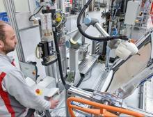 MRK-Leichtbauroboter in der Endmontage bei Audi