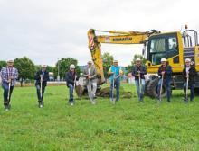 Baubeginn mit dem Spatenstich am 23. August mit Vertretern der Unternehmen Beckhoff, Schairer + Partner Architekten sowie Stotz Bau