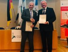 Prof. Asher Cohen (HUJI, links) und Prof. Reimund Neugebauer (Fraunhofer-Gesellschaft, rechts) begrüßen die neue Partnerschaft