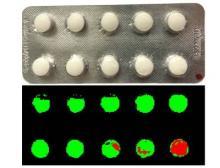 Die korrekte Füllung von Blistern und Fehler z.B. an der Retard-Beschichtung von Medikamenten können mit HSI- und CCI-Technologie auch bei hohen Produktionsgeschwindigkeiten in Echtzeit überprüft werden