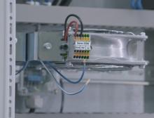 Mit ihrer kompakten Bauform punkten die Mini-Reihenklemmen Topjob S auch beim Geräteanschluss im Schaltschrank